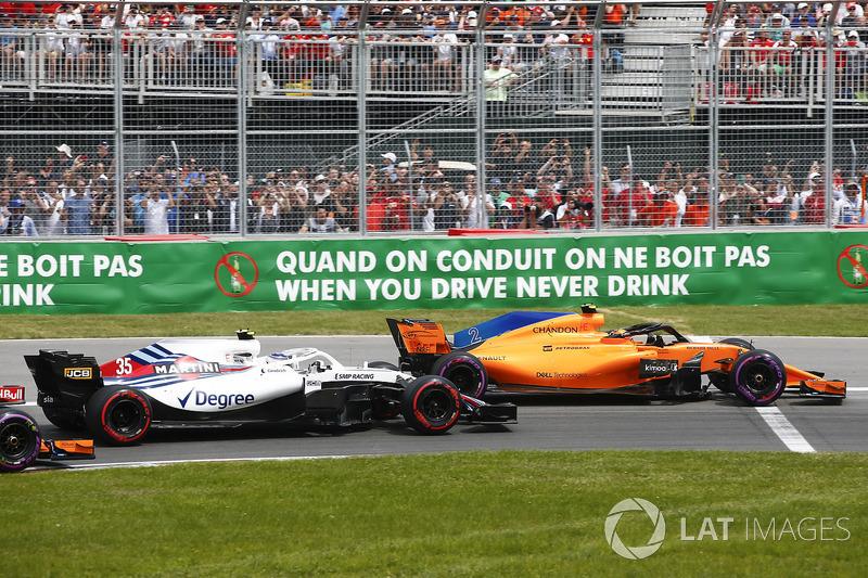 Stoffel Vandoorne, McLaren MCL33, battles with Sergey Sirotkin, Williams FW41, at the start