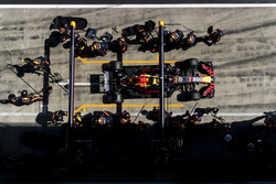 Daniel Ricciardo, Red Bull Racing RB14, leaves his pit box after a stop