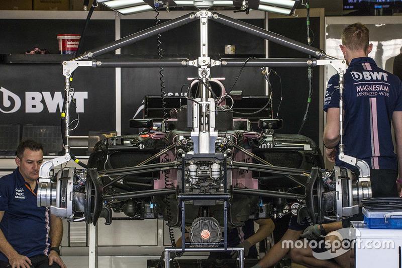 El VJM10 de Sahara Force India en el box