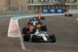 Felipe Massa, Williams FW40, Fernando Alonso, McLaren MCL32, Carlos Sainz Jr., Renault Sport F1 Team RS17