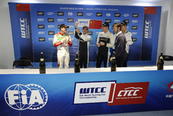 Podium: Race winner Nestor Girolami, Polestar Cyan Racing, Volvo S60 Polestar TC1, second place Norbert Michelisz, Honda Racing Team JAS, Honda Civic WTCC, third place Thed Björk, Polestar Cyan Racing, Volvo S60 Polestar TC1