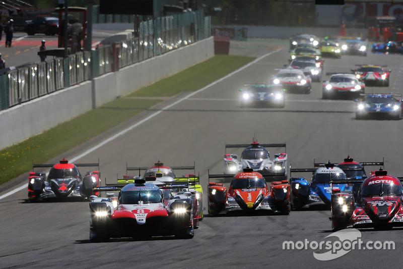 #8 Toyota Gazoo Racing Toyota TS050: Sébastien Buemi, Kazuki Nakajima, Fernando Alonso, líder al inicio