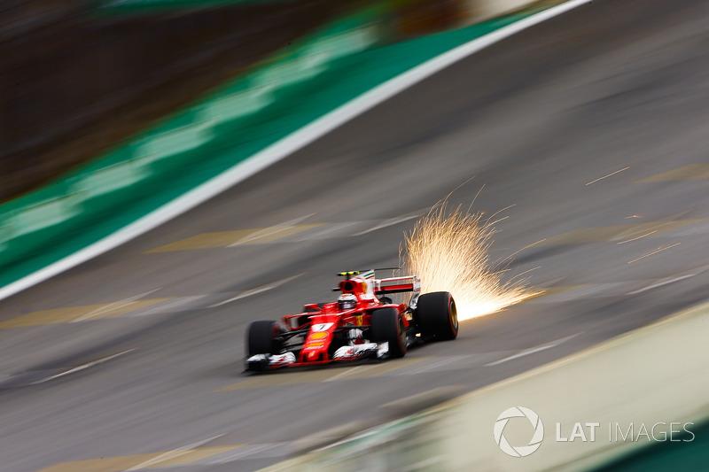 1. Chispas del coche de Kimi Raikkonen, Ferrari SF70H