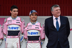 Esteban Ocon, Sahara Force India F1, Sergio Perez, Sahara Force India and Otmar Szafnauer, Sahara Force India Formula One Team Chief Operating Officer