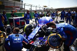 Pierre Gasly, Toro Rosso STR13, on the grid