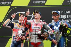 Podium : le deuxième, Marc Marquez, Repsol Honda Team, le vainqueur Jorge Lorenzo, Ducati Team, le troisième, Valentino Rossi, Yamaha Factory Racing