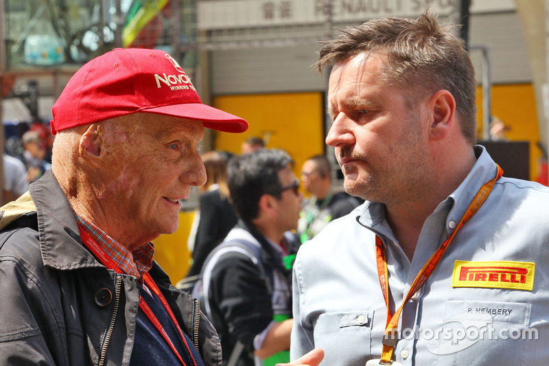 Niki Lauda, Mercedes Non-Executive Chairman with Paul Hembery, Pirelli Motorsport Director on the grid