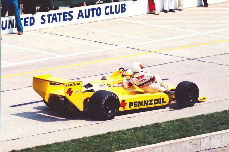 Johnny Rutherford mit Anhalter Tim Richmond