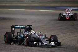 Lewis Hamilton, Mercedes AMG F1 W07 Hybrid with a damaged floor sending sparks flying