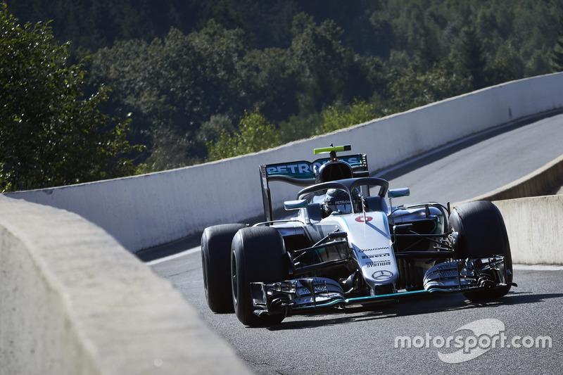 Nico Rosberg, Mercedes AMG F1 W07 Hybrid Halo kokpit ile