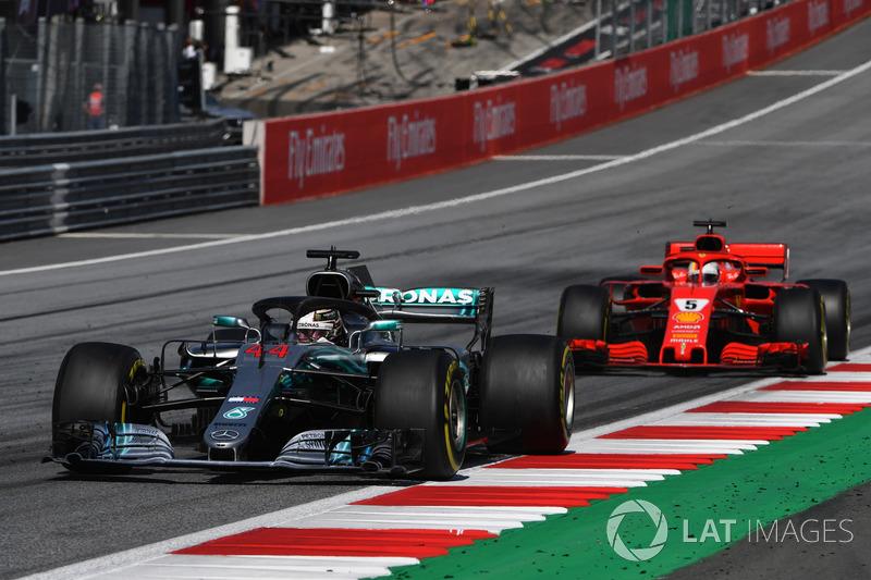 Lewis Hamilton, Mercedes-AMG F1 W09, Sebastian Vettel, Ferrari SF71H