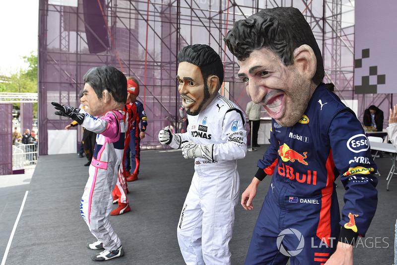 Куклы Даниэля Риккардо, Red Bull Racing, и Льюиса Хэмилтона, Mercedes AMG F1