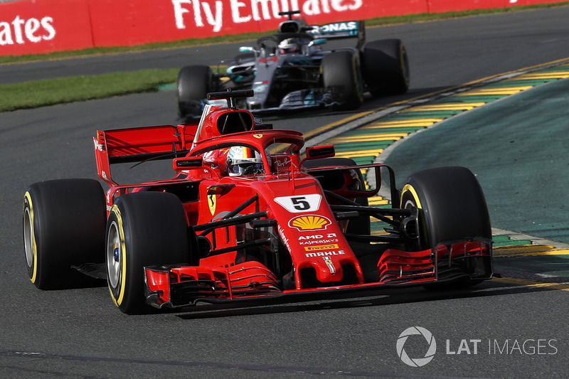 Sebastian Vettel, Ferrari SF71H ve Lewis Hamilton, Mercedes-AMG F1 W09