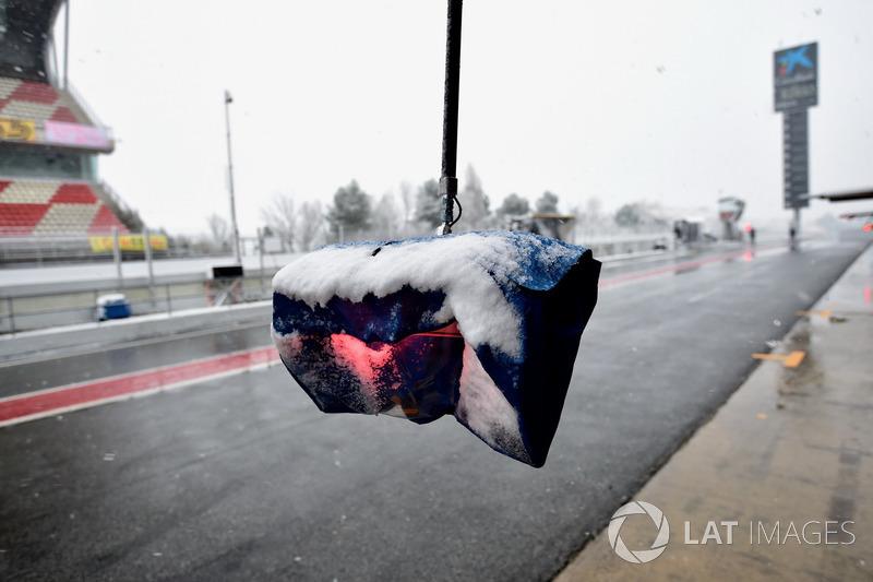 Pitr stop light as snow stops testing