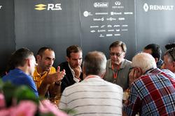 Tommaso Volpe, INFINITI Global Motorsporları Direktörü ve Cyril Abiteboul, Renault Sport F1 Direktör