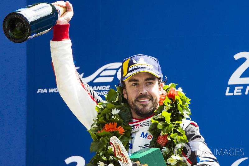 Podio general: Fernando Alonso, Toyota Gazoo Racing