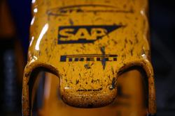 Il naso della McLaren MCL33 Renault dopo la gara