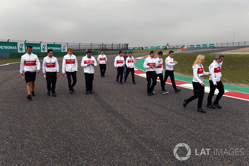 Marcus Ericsson, Sauber and Charles Leclerc, Sauber walk the track