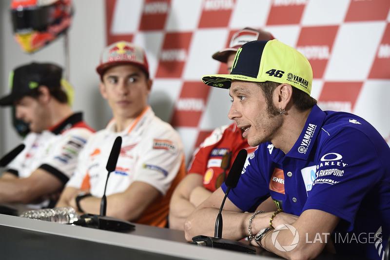 """Rossi: """"Estou com medo na pista quando estou com Márquez. Tenho medo quando vejo seu nome na placa. Sei que ele vai vir até mim. Você tem que esperar que não vai cair. Assim, ele vai destruir nosso esporte. Quando você anda a 300 km/h, você tem que respeit"""