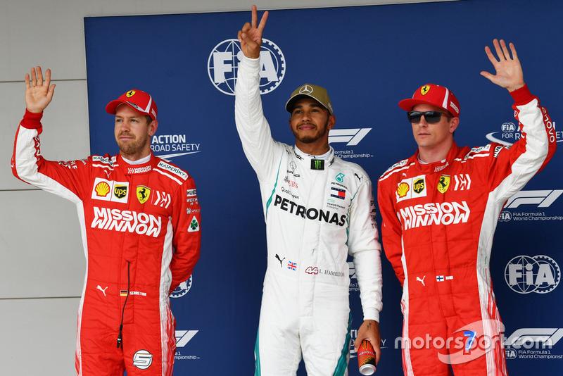 Le poleman Lewis Hamilton, Mercedes AMG F1, le deuxième, Sebastian Vettel, Ferrari, le troisième, Kimi Raikkonen, Ferrari,