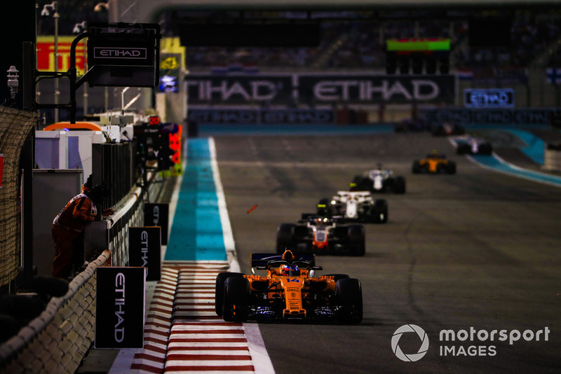 Fernando Alonso, McLaren MCL33, leads Kevin Magnussen, Haas F1 Team VF-18, and Charles Leclerc, Sauber C37