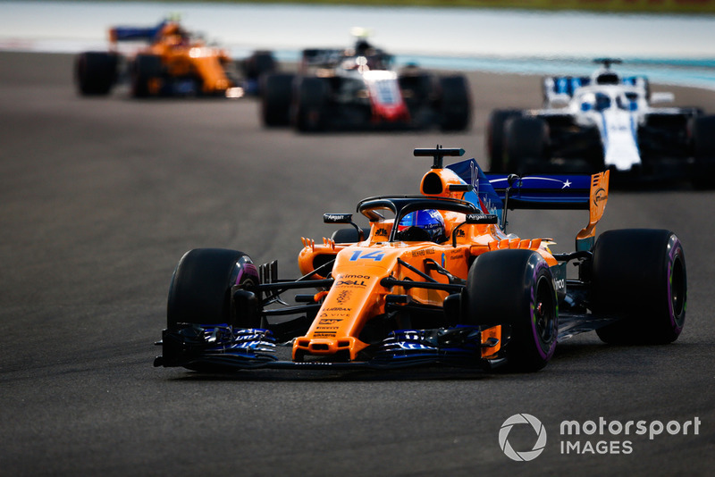 Fernando Alonso, McLaren MCL33 leads Lance Stroll, Williams FW41 and Kevin Magnussen, Haas F1 Team VF-18