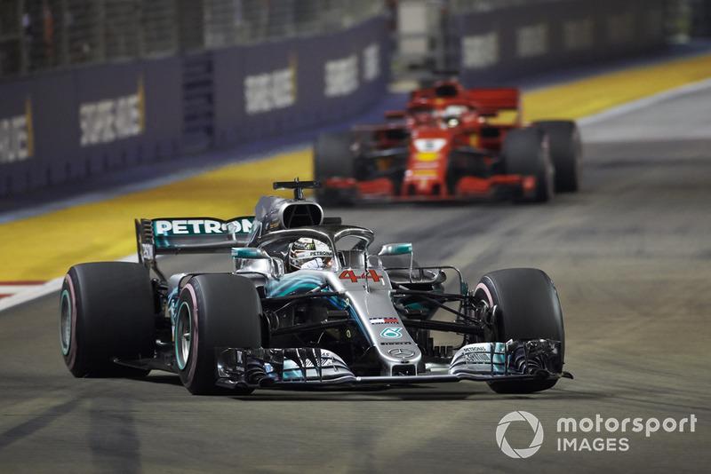 Vettel no cree lo que informa Hamilton vía radio a su equipo