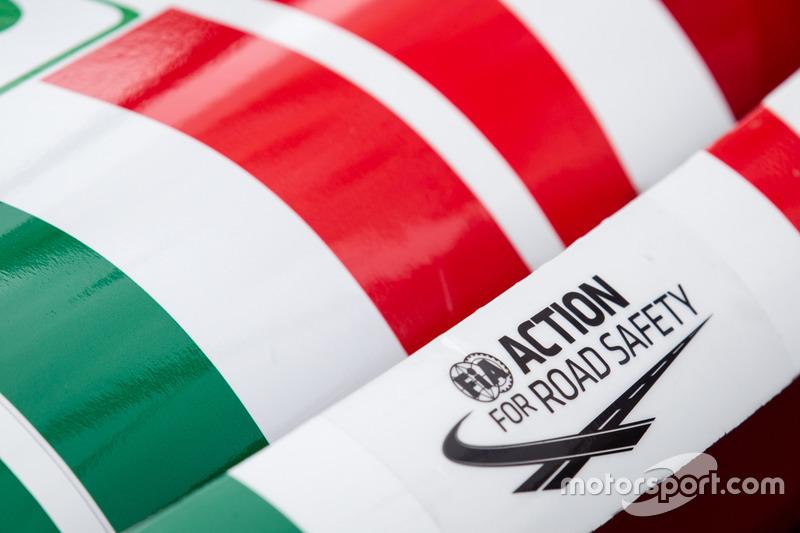 Наліпка акціїї FIA щодо безпеки на дорогах на #51 AF Corse Ferrari 488 GTE