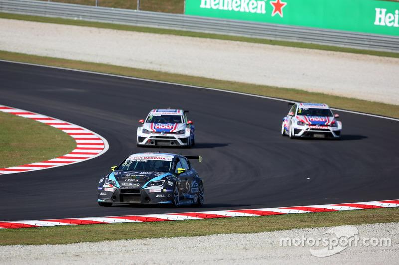 Dusan Borkovic, Seat Leon, B3 Racing Team Hungary; Davit Kajaia, Volkswagen Golf GTI TCR Liqui Moly