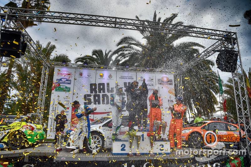 Podio, primio posto, Paolo Andreucci e Anna andreussi, Peugeot Sport, secondo Alessandro Perico e Mauro Turati, P.A. Racing, terzo posto Simone Campedelli e Danilo Fappani, academy Asd