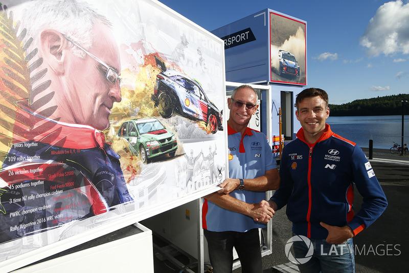 Abschiedsgeschenk für John Kennard, Hyundai Motorsport