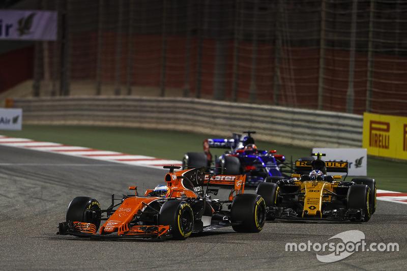 Fernando Alonso, McLaren MCL32, Jolyon Palmer, Renault RS 17, Daniil Kvyat, Toro Roso STR12