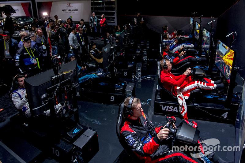 В январе произошло другое знаковое событие чемпионата – в Лас-Вегасе прошла первая в истории Формулы E гонка на симуляторах с участием всех пилотов серии и сим-рейсеров, прошедших отбор