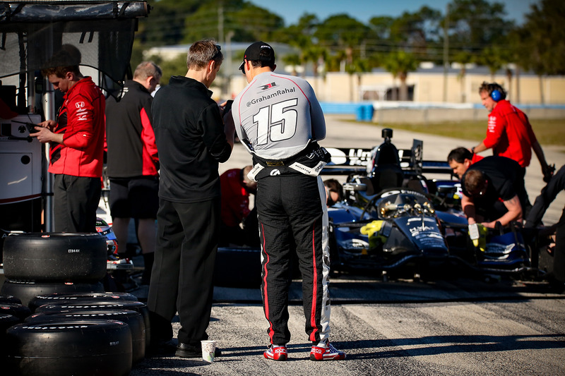 Graham Rahal, Rahal Letterman Lanigan Racing Honda charla con el equipo