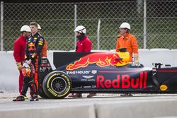 Max Verstappen, Red Bull Racing RB13, detenido en pista