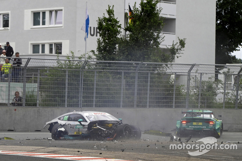 2017: Gary Paffett, Mercedes-AMG C63 DTM, Team HWA ve Mike Rockenfeller, Audi RS 5 DTM, Audi Sport Team Phoenix