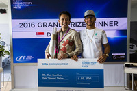 Winner of the 2016 F1 Connectivity Innovation Prize, Datu YogaBrata, with Lewis Hamilton, Mercedes AMG F1