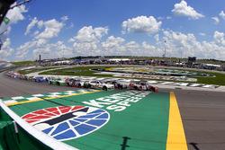 Kyle Busch, Joe Gibbs Racing Toyota, Erik Jones, Joe Gibbs Racing Toyota and Kevin Harvick, Stewart-