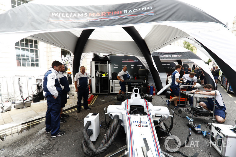 The Williams team prepare for the London Formula 1 demonstration