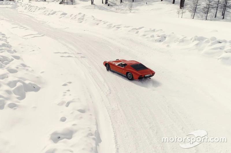 Un Lamborghini Miura en la nieve