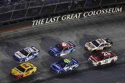 Joey Logano, Team Penske Ford, Ricky Stenhouse Jr., Roush Fenway Racing Ford