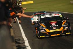 Gordon Shedden, Halfords Yuasa Racing Honda Civic Type R yarış galibi