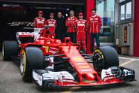 Kimi Raikkonen, Sebastian Vettel, Antonio Giovinazzi, Maurizio Arrivabene, Ferrari Takım Patronu, Sergio Marchionne, Ferrari Başkanı ve CEO, Fiat Chrysler Automobiles ve Mattia Binotto, Ferrari Teknik Şefi