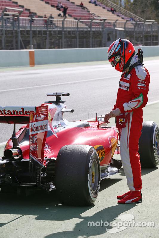 Kimi Raikkonen, Ferrari SF16-H s'arrête en bout de pitlane