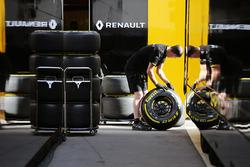Renault Sport F1 Team mechanic with Pirelli tyres