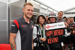 Kevin Magnussen, Haas F1 Team celebrates his Birthday with the team and fans