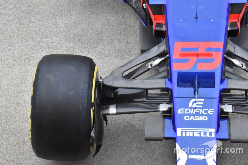 Scuderia Toro Rosso STR12, ön süspansiyon