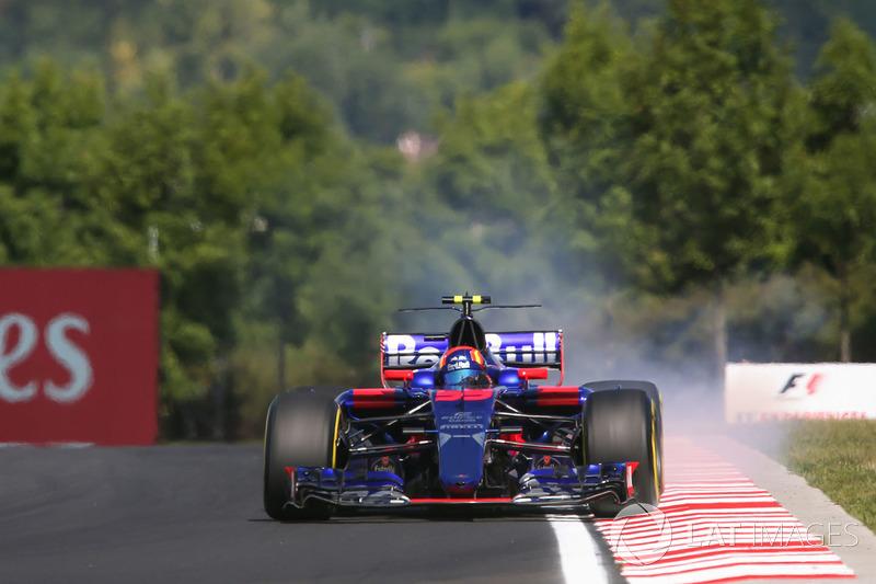 Carlos Sainz Jr., Scuderia Toro Rosso STR12 lastiklerini kilitliyor