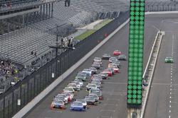 Erik Jones, Joe Gibbs Racing Toyota, Elliott Sadler, JR Motorsports Chevrolet