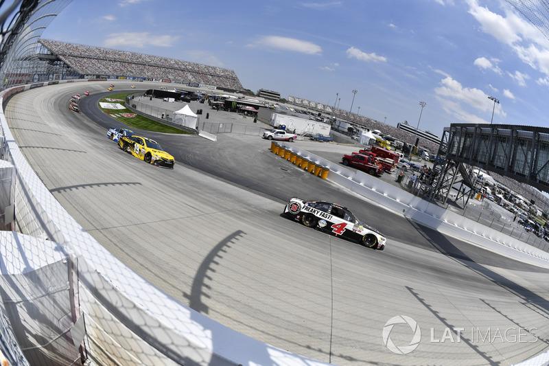 Kevin Harvick, Stewart-Haas Racing, Ford; Daniel Suárez, Joe Gibbs Racing, Toyota